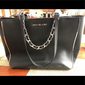 Michael Kors Purse. Barely Used, Great Condition.